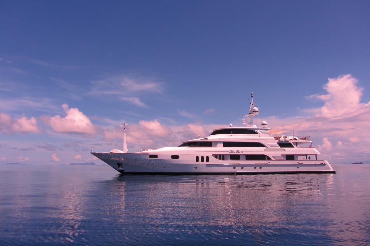 Keri lee III yacht for charter